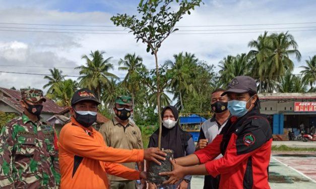 KPA Waja Tuladenggi Sausu Tanam 21 Bibit Pohon Ketapang