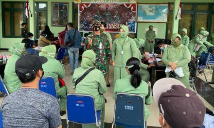 Persit Chandra Kirana Kodim Morowali Laksanakan Serbuan Vaksinasi