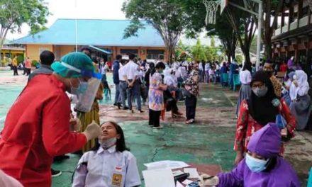 Ribuan Pelajar dan Masyarakat Poso Jalani Vaksinasi